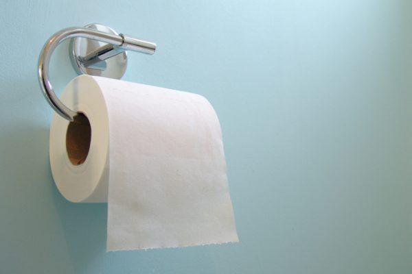 トイレットペーパー早巻き対決
