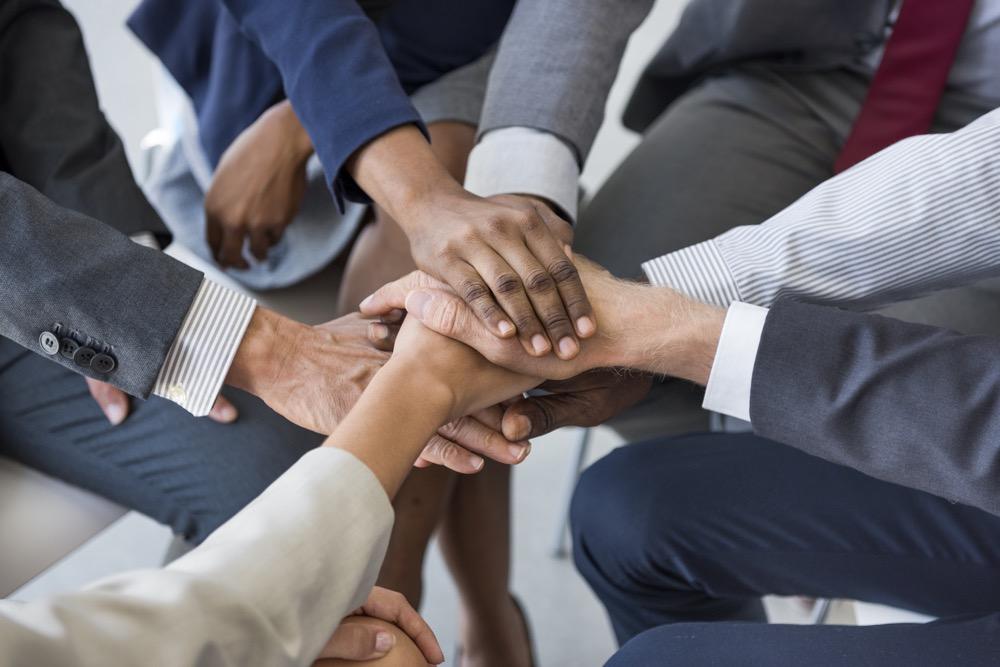 チームビルディングで組織パフォーマンスを高めるプロセスとポイントとは