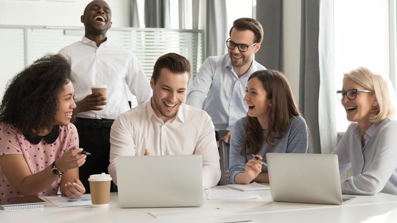 社内イベントの参加率を上げるポイントとは?誰もがハッピーになれるイベントを紹介!