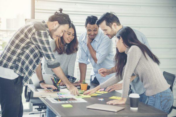 研修で使えるビジネスゲームとは?7 つのメリットを生かした15選をご紹介