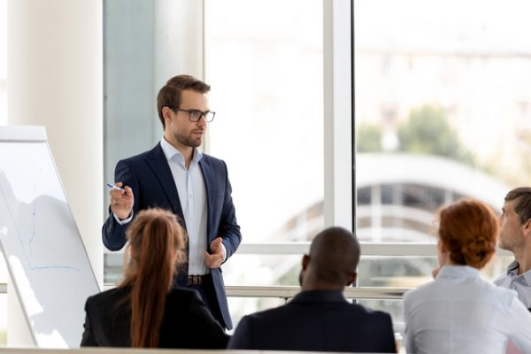 リーダーシップ研修とは?内容や目的をご紹介