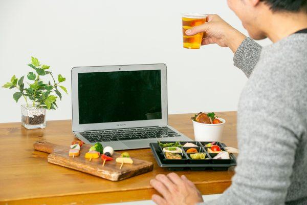 オンライン飲み会の幹事様必見!オンラインの宅飲みで使えるおつまみの宅配サービスを紹介!