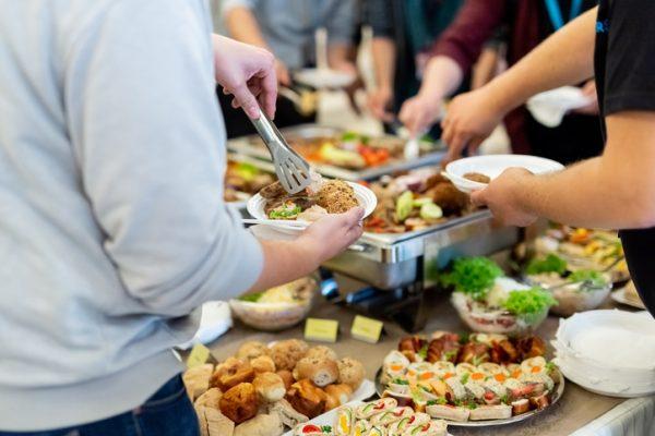 社内での軽食に最適!お手軽に利用できるケータリングサービスをご紹介