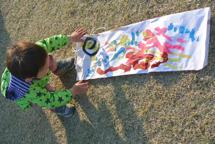 By drawing a pattern in the paint, the boys made their own carp.